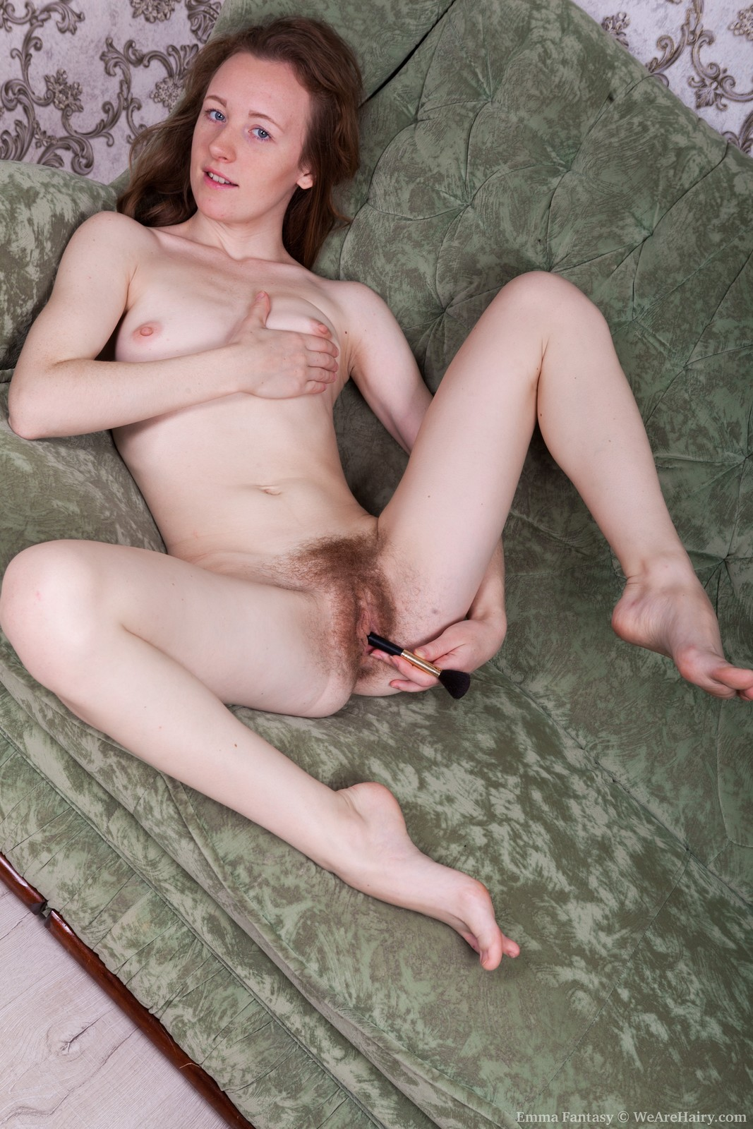 EmmaFantasy_BlackDressGreenSofa_122