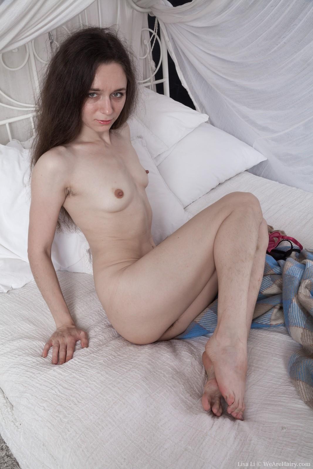 LisaLi_RedLingerPlaidBed_035