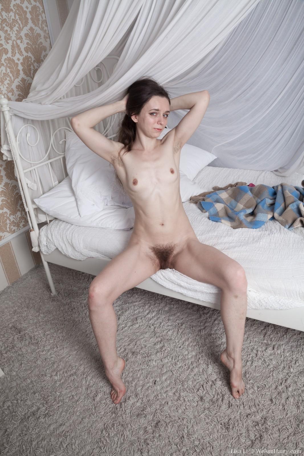 LisaLi_RedLingerPlaidBed_073
