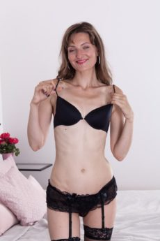 Skinny WeAreHairy Model Lulu lets all her pubes hang out