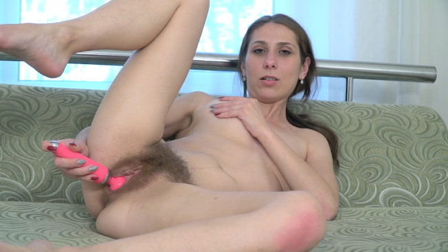 Lusty mama Baby Boom gets off with her pink vibrator