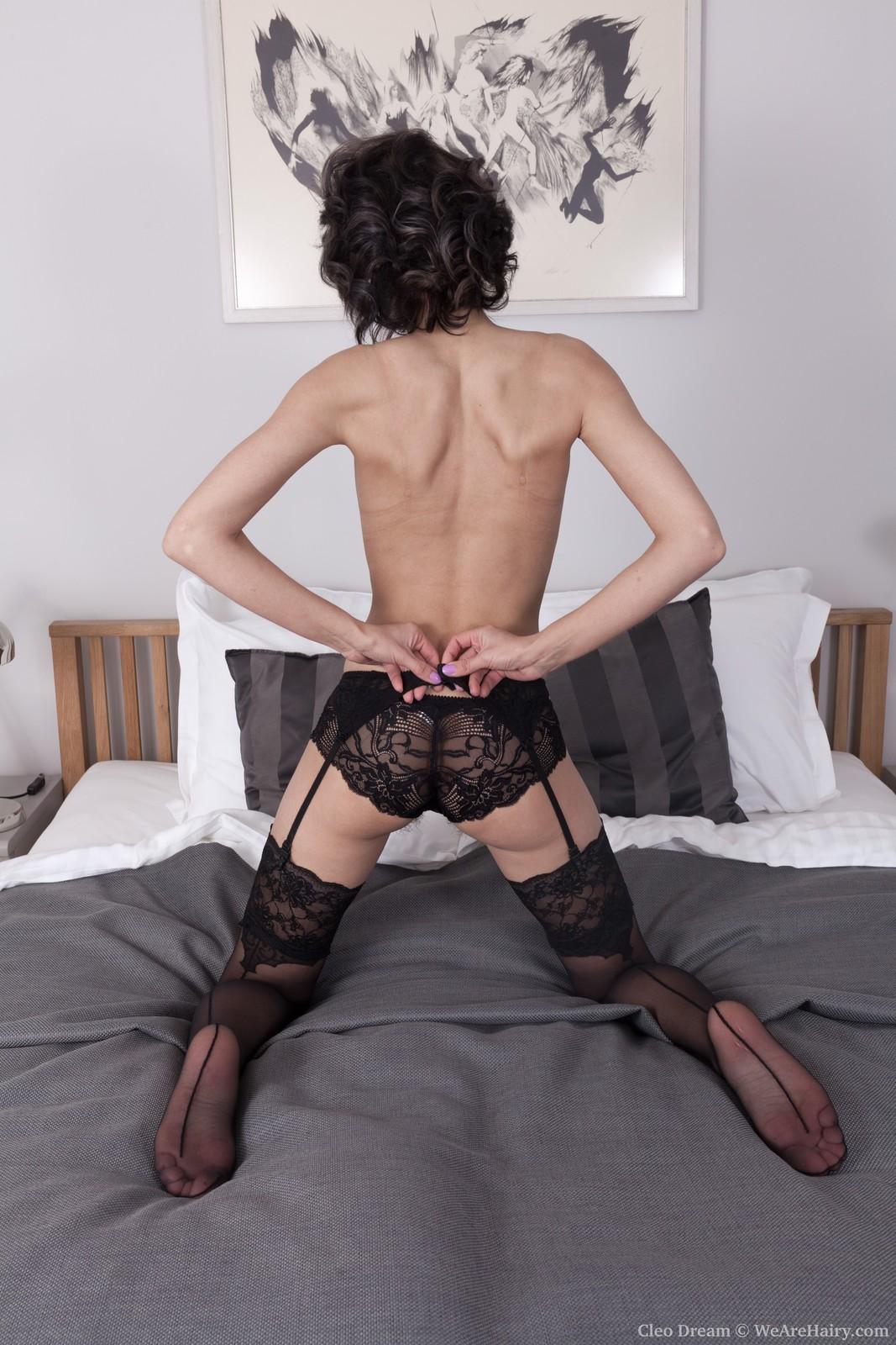 cleo-dream-slides-off-her-black-lingerie-in-bed4.jpg