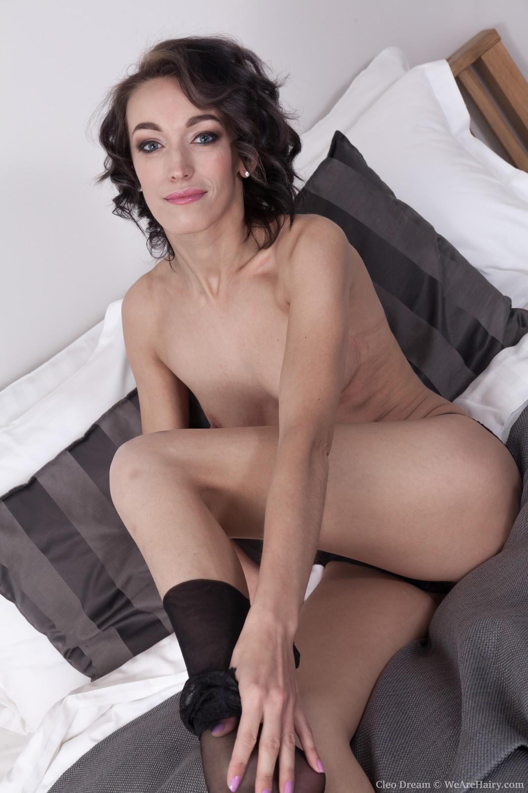 cleo-dream-slides-off-her-black-lingerie-in-bed5.jpg