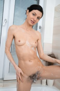 Fit babe Efina takes a bath and gets a hard fucking in bed
