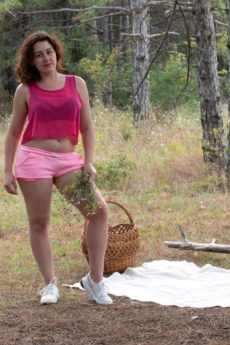 Curvy auburn haired girl Ella Nori pulls her furry lips apart outside