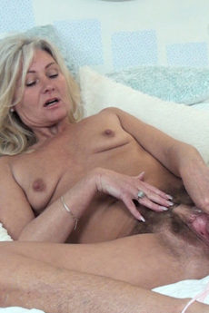 Mature blonde Ellen B spreads her meaty lips and gets her hairy pussy off