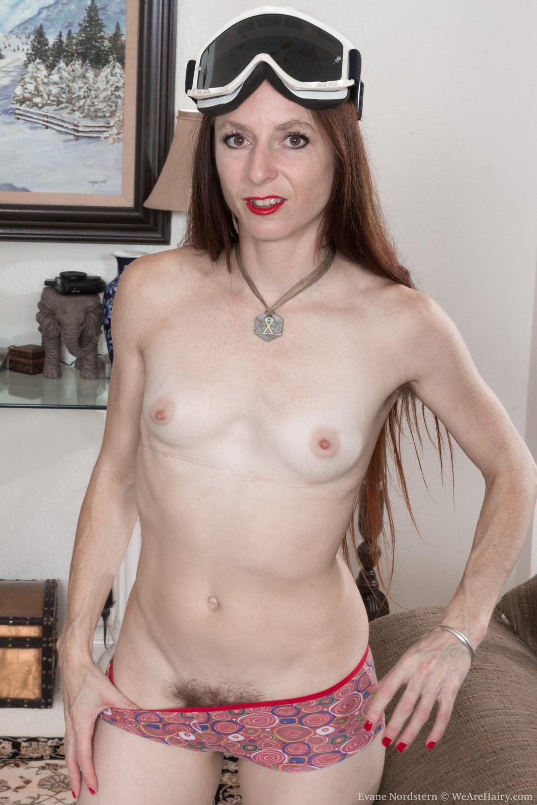 evane-nordstern-strips-naked-in-her-living-room7.jpg