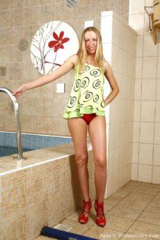 Julia gets her blonde bush dripping wet