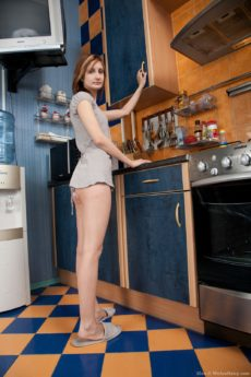 Klea spreads her cheeks in the kitchen