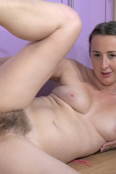 Lucia Siberia gets naked in her purple kitchen