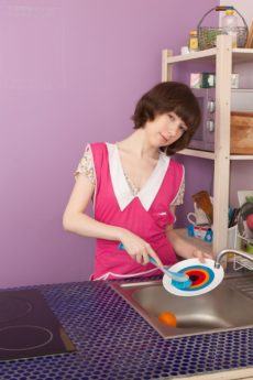 Miki cleans up in the kitchen