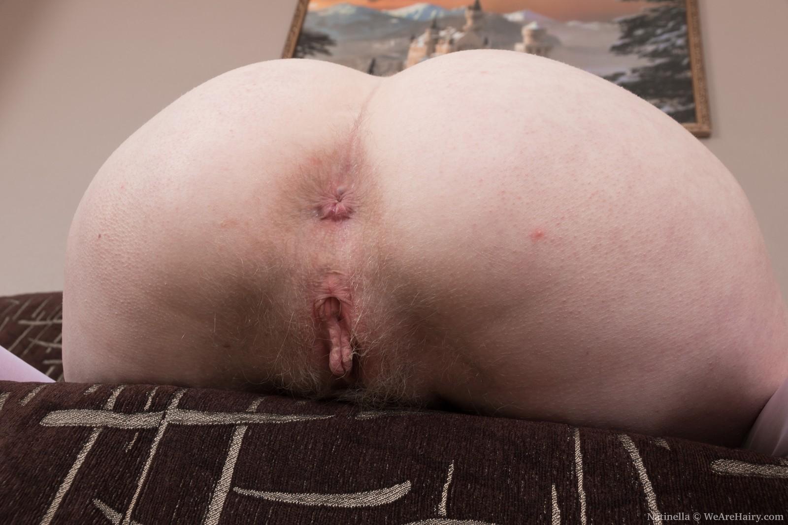 natinella-strips-naked-in-her-living-room10.jpg
