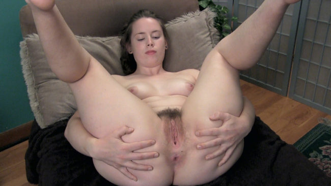 Big booty babe Sammi combs her hairy legs spreads her cunt wide