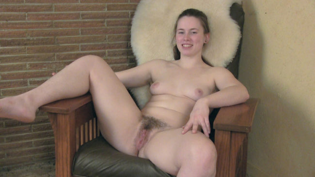 Thick natural cutie Sammi is nude during her sexy interview