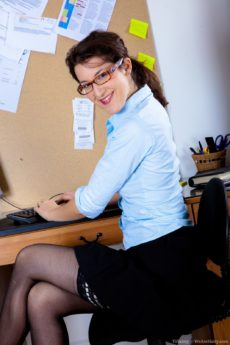 Cute secretary Tiffanny unwraps her hairy pussy in the office