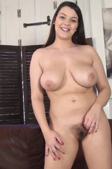 Curvaceous hairy cutie Cherry Blush interview and playing